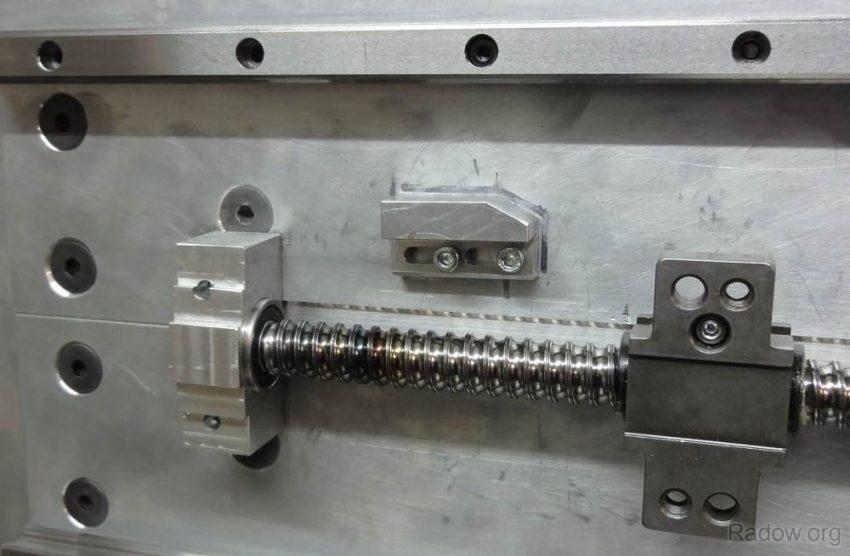 X-Spindellager und einstellbare Schaltnocke für Endschalter