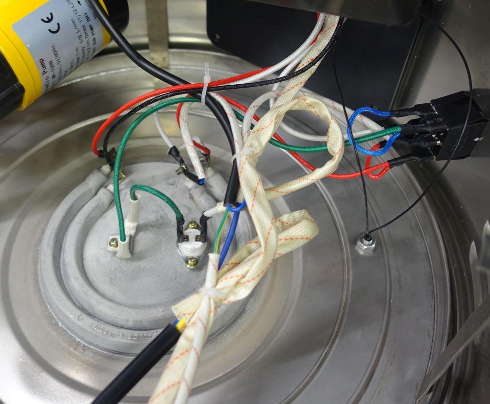 Sehr kleinflächiges Heizelemente: 1800 und 750 Watt Nennleistung bei 240 Volt<br>Klarstein Mundschenk V1