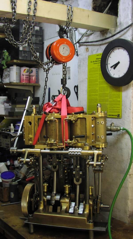 Die 10 PS Dampfmaschine habe ich aus 200 kg Bronzeguss selbst hergestellt.