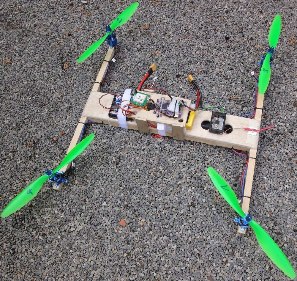 Quadrocopter in leichter Holzbauweise (Radow © 2013-09-15)