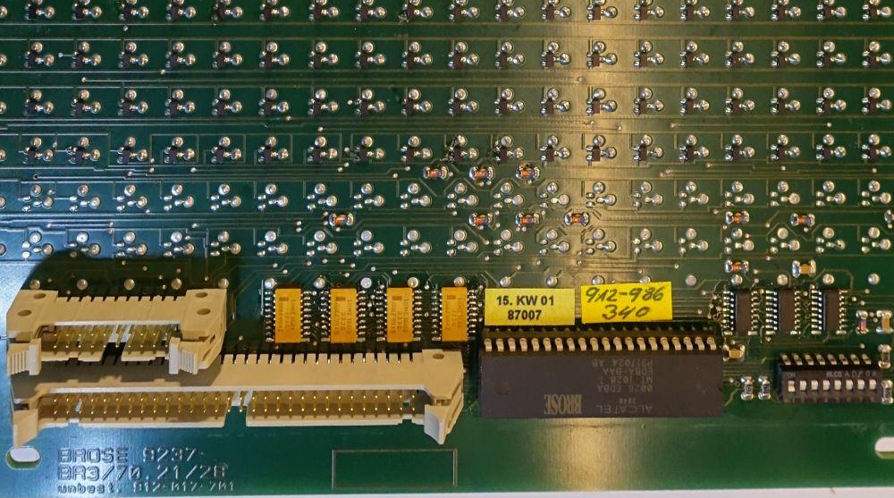 BROSE Module mit mehr als 20 Zeilen weisen einen zweiten Stecker auf,<br>über den man die Zeilen 21 bis 28 bestromt