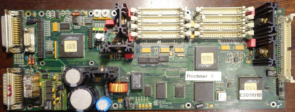 LAWO Rechner Typ E301101B. Über den weißen Testknopf links unter den Dioden kann man Testmuster auf die Displays spielen