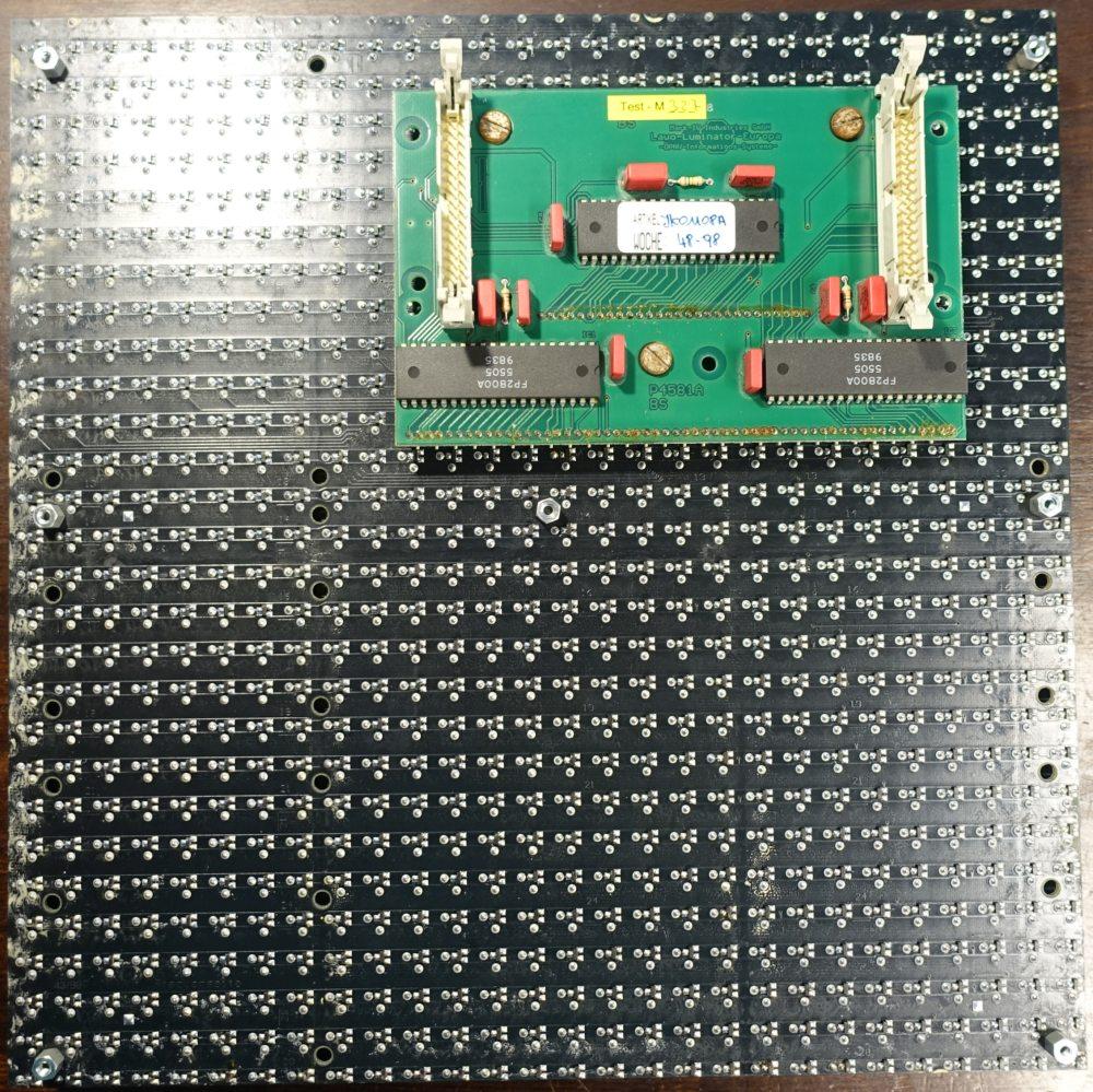 LAWO Flip-Dot Modul JK01108A mit 28x28 ungestoppten Dots und Ansteuerplatine